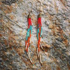 Boho Seed Bead Earrings Long Fringe Earrings por WildHoneyPieDesign