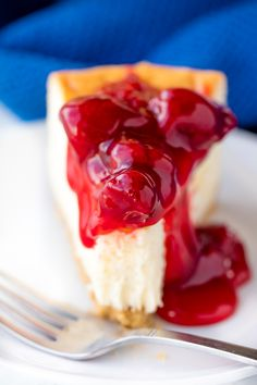 """""""A simple New York style low carb cheesecake that doesn't require any special ingredients. Eat it plain or dress it up with fresh berries."""" Keto Cheesecake - You must try this recipe. Low Carb Cheesecake, Cheesecake Recipes, Low Carb Recipes, Cooking Recipes, Snacks Recipes, Chef Recipes, Recipies, Doce Light, Cupcakes"""