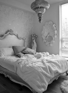 Seriously in love with this room it would looks so good with my angel wings on the wall too (: inspiration