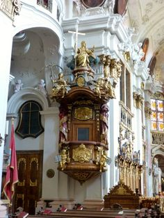This is the pulpit of the church.  http://blogs.yahoo.co.jp/whfsc363/66144240.html