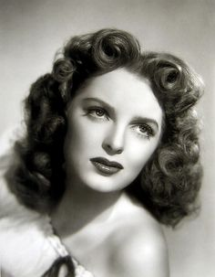 Julie London, 1945>> So pretty and soft!