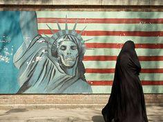 Grafite em um muro de Teerã, no Irã, uma das 11 ótimas cidades para ver street art