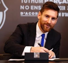 God Of Football, Football Quotes, Football Players, Lional Messi, Messi Soccer, Ab De Villiers Birthday, Lionel Messi Family, Lionel Messi Wallpapers, Messi Argentina
