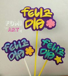 Birthday Msgs, Fun Crafts, Diy And Crafts, Ideas Para Fiestas, Pasta Flexible, Candy Shop, Cake Toppers, Floral Arrangements, Lettering