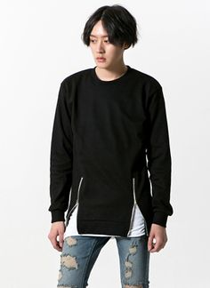 Today's Hot Pick :Zip Detail Sweatshirt http://fashionstylep.com/SFSELFAA0011901/tlrkeen/out For situations where casual attires are preferred, keep yourself comfortable and stylish with this sweatshirt which features unique zipper details that allow the adjustment of its hem fit. Also comes with a crew neck, banded cuffs, and a banded hem. When used with a white button-down shirt, distressed gray pants, and loafers, it creates an attractive monochrome getup.