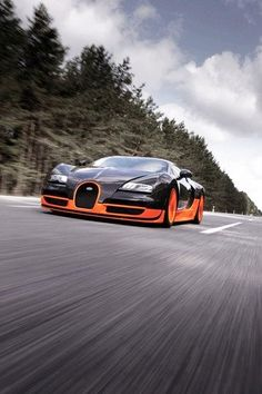 Speeding Bugatti Veyron SS iPhone 4 Wallpaper