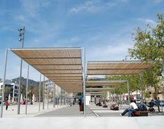 microarquitectura: La pérgola Habana viste la nueva Plaza de les Corts Valencianes de Benicassim