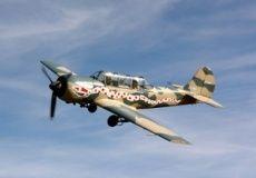 Vuelo y maniobras de combate en avión soviético Yakovlev