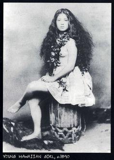 Hawaiian women from years back...pretty.