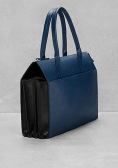 & OTHER STORIES A classy leather purse featuring alluring pleat details on both sides.