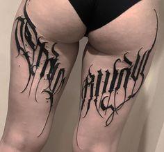 Creepy Tattoos, Love Tattoos, Black Tattoos, Body Art Tattoos, Tattoo Design Drawings, Tattoo Designs, Chest Tattoo Lettering, Manos Tattoo, Kawaii Tattoo