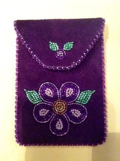 Beadwork on felt - Inuit made/beaded card holder by Annie Grenier Indian Beadwork, Native Beadwork, Native American Beadwork, Beaded Purses, Beaded Bags, Seed Bead Patterns, Beading Patterns, Beadwork Designs, Nativity Crafts