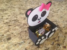 Coisa mais fofa que ficou esse kit Panda ! A mamãe Andrezza encomendou esse kit p. Panda Themed Party, Panda Birthday Party, Panda Party, Panda Love, Cute Panda, Purple Party Favors, Panda Baby Showers, Panda Craft, Panda Decorations