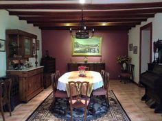 Interior comedor que conserva mobiliario antiguo