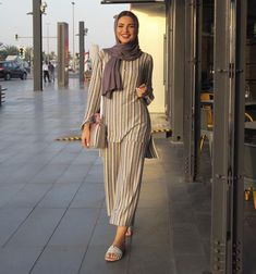 Muslim Fashion 641903753115957912 - muslim fashion ideas inspiration modest clothing style Source by dasilvanina_lla Islamic Fashion, Muslim Fashion, Modest Fashion, Women's Fashion Dresses, Hijab Fashion, Modest Dresses, Modest Outfits, Modest Clothing, Muslim Girls