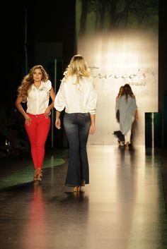 Unos jeans para combinar con esa sonrisa hermosa #jeans #outfit #moda