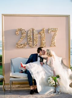 new year's eve wedding photobooth | Photography: Michelle Beller