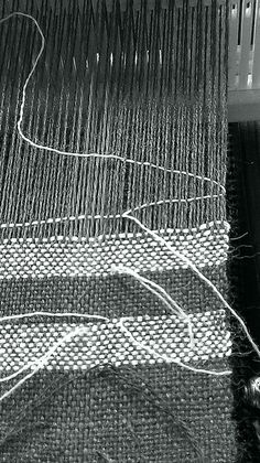 jeen's explanation on how to change color in the weft while weaving