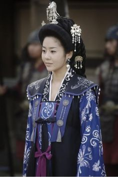 RR: Seondeok Yeowang) is a 2009 South Korean historical drama Korean Hanbok, Korean Dress, Korean Outfits, Korean Traditional Dress, Traditional Dresses, Historical Costume, Historical Clothing, Orientation Outfit, Korean Jewelry