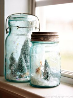 Mason Jar Snow Globe - Search your local antique stores for blue mason jars or visit a hard­ware store and pick up a case of clas­sic ball jars. Insert bot­tle brush trees, wood­land fig­urines, or even tiny orna­ments. add a healthy dust­ing of iri­des­cent arti­fi­cial snow. Instant magic! - hon­ey­comb cre­ative co via handmade charlotte.