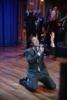 Jimmy Fallon - Joseph Gordon Levitt Stops by 'Late Night with Jimmy Fallon'