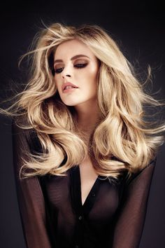 Blonde hair - volume and gorgeous waves!