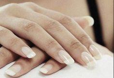 Le mani di una sposa..protagoniste come voi nel giorno più bello...voi come le preferite Alessandro Tosetti www.tosettisposa.it Www.alessandrotosetti.com #abitidasposa #wedding #weddingdress #tosetti #tosettisposa #nozze #bride #alessandrotosetti