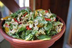 Jos saisin syödä vain yhtä ruokaa loppuelämäni, se olisi ehdottomasti tämä nuudelisalaatti aasialaisella twistillä. Veggie Recipes, Salad Recipes, Healthy Recipes, Veggie Meals, Baking Recipes For Kids, Food Tasting, Savory Snacks, Soup And Salad, I Foods