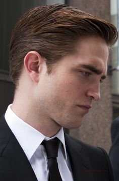 ERIC PACKER Edward Cullen Robert Pattinson, Robert Pattinson Twilight, New Moon Book, Don Delillo, Sarah Gadon, Twilight Series, Batman And Superman, Ben Affleck, Man Alive