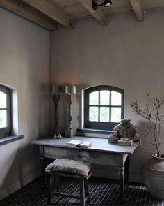 Prachtig oud bureau uit eigen collectie. Www.friedadorresteijn.nl