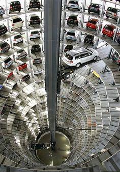 Volkswagen fabrikasının garajı... Almanya