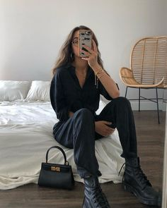 Weronika Zalazinska on Decked out in belladahl and so ready for fall Dark colors, big boots, hot coffee and chilly weather - I am ready. Chill Outfits, Mode Outfits, Casual Outfits, Fashion Outfits, Summer Outfits, Beach Outfits, Travel Outfits, Autumn Outfits, Fashion Trends