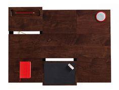 Après des études en architecture, Mami Kim s'est intéressé au design et particulièrement à la conception de meubles multifonctions. Elle a ainsi créé ADAPTable, un bureau qui offre une polyvalence surprenante et une solution pour travailler sur un large éventail de tâches créatives dans un petit espace.