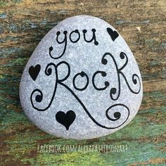 Painting rocks beach pebble art ideas for 2019 Rock Painting Patterns, Rock Painting Ideas Easy, Rock Painting Designs, Paint Designs, Pebble Painting, Pebble Art, Stone Painting, Painted Rocks Craft, Hand Painted Rocks