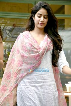 Best hang outs in the city to dine with Bollywood celebrities Kurta Designs Women, Salwar Designs, Blouse Designs, Pakistani Dresses, Indian Dresses, Indian Outfits, Iranian Women Fashion, Indian Fashion, Indian Attire