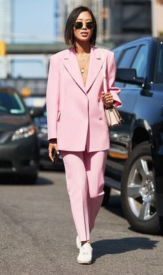 Aimee Song - Song of Style - NYFW 2017 New York Fashion Week street style pink pantsuit Source by clothing Pink Fashion, Fashion 2017, Fashion Outfits, Womens Fashion, Fashion Trends, Ootd Fashion, Curvy Fashion, Fall Fashion, Fashion Tips