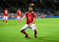 Joe Ledley did something truly epic in the Wales dressing room Welsh Football, Dance Routines, Dance Moves, S Man, Wales, Superstar, Something To Do, Dressing, Sports