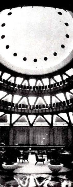 Vista interior de la sala principal, mirando hacia la cúpula pentágono, Banco Industrial de Jalisco, Avenida 16 de Septiembre esq. calle Libertad, Guadalajara, Jalisco, México 1962 Arq. Erich Coufal The main room with a view towards the pentagonal dome, Banco Industrial de Jalisco, Guadalajara, Jalisco, Mexico 1962