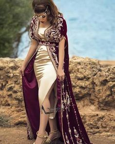 Algerian Woman in Traditional colthes Arab Fashion, African Fashion, Morrocan Dress, Arabic Dress, Mode Abaya, Evening Outfits, Caftan Dress, Fashion Design Sketches, Traditional Dresses