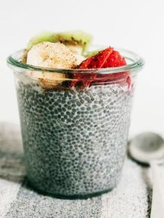 Frühstück ohne Kohlenhydrate: Die 13 besten Low-Carb Tipps und Rezepte Breakfast without Carbs: Ideas for a Tasty & Healthy Breakfast ✓ 13 Low Carb Foods ✓ Easy & Quick Recipes ✓- To Tips Flaxseed Oil Benefits, Flax Seed Benefits, Smoothie Bowl, Smoothie Recipes, Smoothies, Superfoods, Pan Relleno, Low Carb Recipes, Healthy Recipes