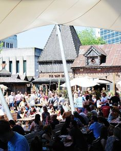 The Oast House (so named one can assume for the building used for drying hops as part of the brewing process) in Manchesters Spinningfields (aka that posh area that is basically all glass buildings apart from this one) is one of those the city folk flock to when the sun is out spreading selves out across tables and line-the-edge cushioned seating outside its 16th Century looking facade (that has stood for merely a handful of years - that's one good olden-day replica!) filling the air with…