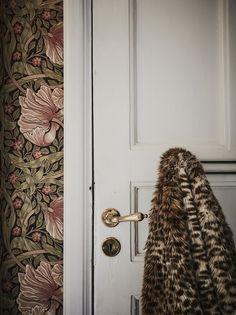 Inspiratieboost: waarom vintage bloemenbehang ook nu gewoon kan! - Roomed