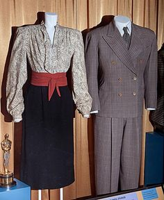 """From """"Casablanca"""" from left to right: worn by Ingrid Bergman as Ilsa Lund and Humphrey Bogart as Rick Blaine design by Orry-Kelly Hollywood Fashion, Hollywood Costume, 1940s Fashion, Old Hollywood, Vintage Fashion, Ingrid Bergman, Casablanca Movie, Casablanca 1942, Brown Tweed Suit"""