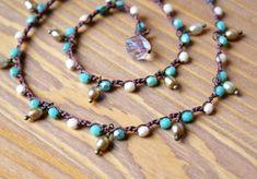 Bohemien turchese collana crochet, avvolgere il bracciale, gioielli alla moda boho, spiaggia, verde, panna, dangles chic, perla cottage