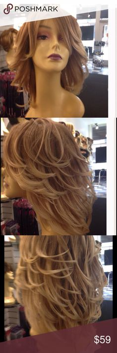 Blonde mix layers wig Beautiful wig blonde mix with layers the layers make it look so pretty because they are frosted on the tips hard too see in photos Accessories Hair Accessories