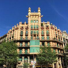 "Casa ""China"". Calle Muntaner, 54/Consell de Cent. Edificio, del arquitecto valenciano Joan Guardiola Martínez (1895-1962).Barcelona."