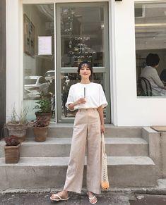 Korean Fashion – How to Dress up Korean Style – Designer Fashion Tips Tokyo Street Fashion, Korean Street Fashion, Korea Fashion, Asian Fashion, Hijab Fashion, Girl Fashion, Fashion Outfits, Uk Fashion, Style Fashion