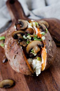 Filled Sweet Potato with Mushrooms – Sweet Potato Crazy – Kitchen Chaotin – Süßkartoffel Rezepte – Sweet Potato Recipe Mushroom Recipes, Vegetable Recipes, Crazy Kitchen, Tasty, Yummy Food, Sweet Potato Recipes, Relleno, Grilling Recipes, Cooking Recipes