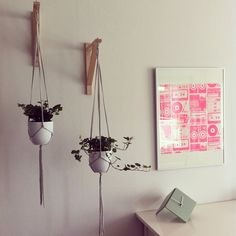 Easy and lowbudget diy macramé planthanger. Material: the EKBY VALTER console by IKEA and some t-shirt yarn.