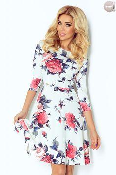 Rozkloszowana sukienka z rękawami  3/4, z wzorem w kwiaty. #sukienka #dzienna #kobieta #moda #trendy #biel #kwiaty